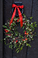 MISTLETOE AND CRAB APPLE WREATH